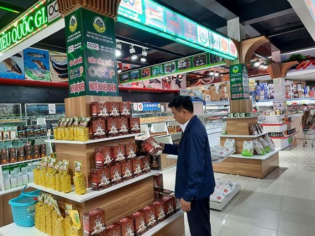 Giới thiệu và bán sản phẩm OCOP tại siêu thị Hoa Ba
